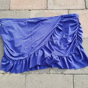 Kenneth Cole reaction swim skirt. Size large (D)